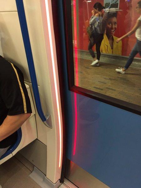 Red indicator light on Metro door
